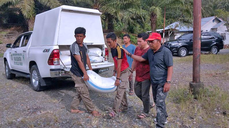 Ketua DPRD Salurkan Bantuan Untuk Pengungsi di Pasangkayu