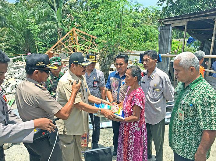 Pemkab Salurkan Paket Sembako Untuk Korban Gempa di Pasangkayu