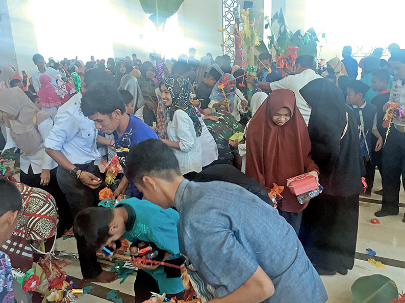 Pemkab Pasangkayu Gelar Maulid, Tiri' Penuhi Masjid
