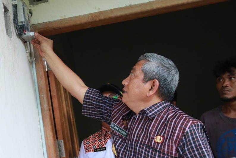 Bangun PLTS di Kalumpang, 75 KK dapat Jaringan Listrik