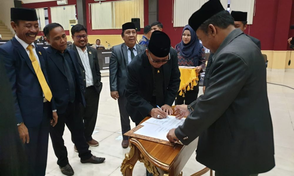 Bupati Pasangkayu Serahkan LKPJ 2018 ke DPRD