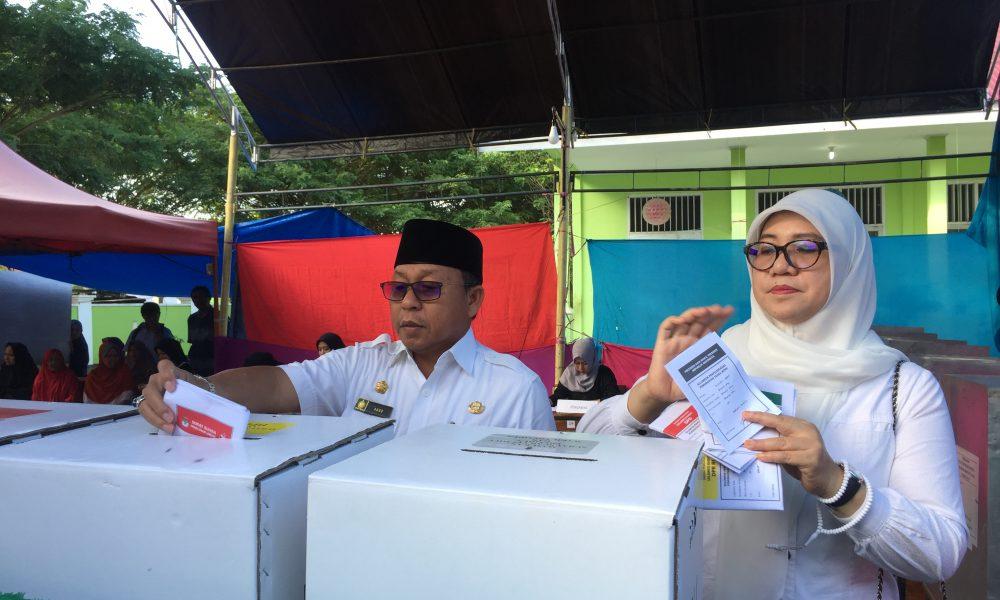 Usai Mencoblos, Bupati Pantau TPS Dalam Kota Pasangkayu