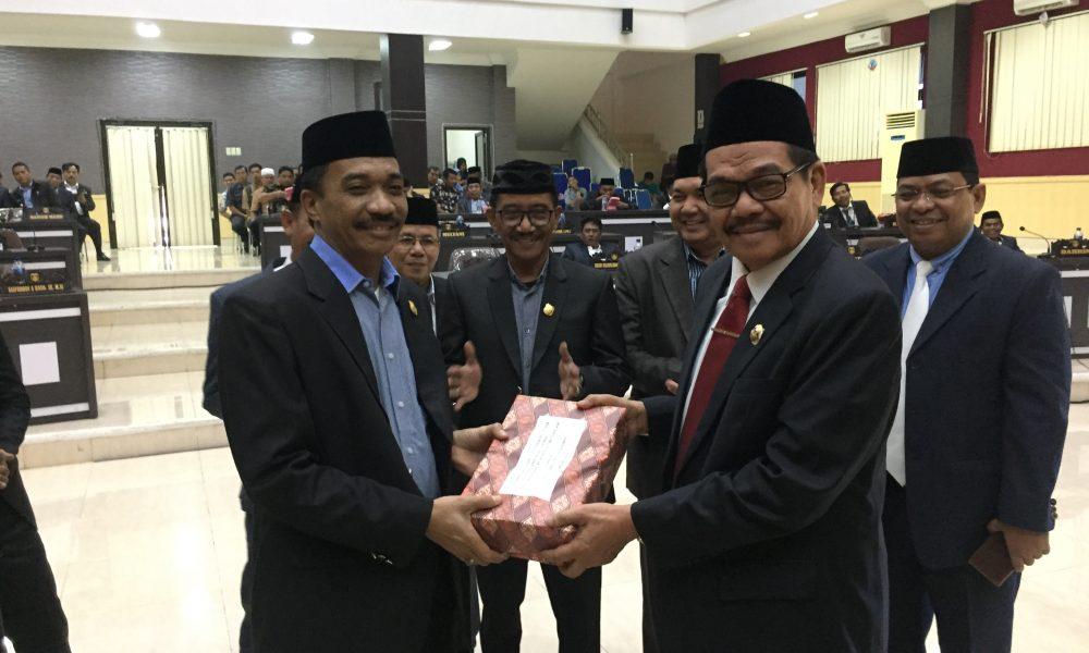Disetujui, DPRD Kembali Serahkan LPJ 2018 ke Pemkab Pasangkayu