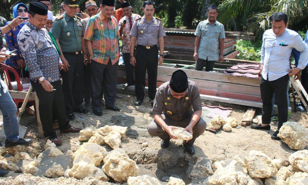 Bupati Pasangkayu Letakan Batu Pertama Pembangunan Pesantren di Ako.
