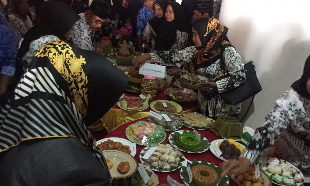 Peringati HGN ke 74, Guru di Pasangkayu Lomba Makanan Tradisional