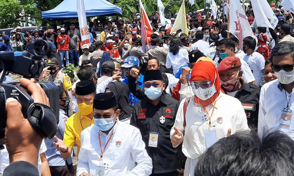 Paslon 'YES Smart' Resmi Mendaftar, Massa Menyemut di KPU Pasangkayu