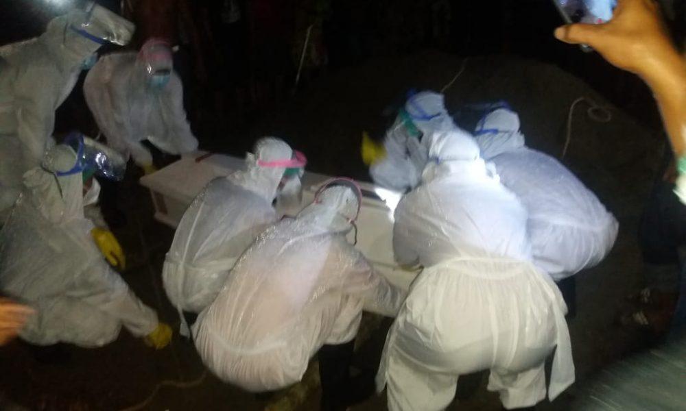 Terapkan Prokes, Pemakaman Warga Dapurang Dikawal Polisi
