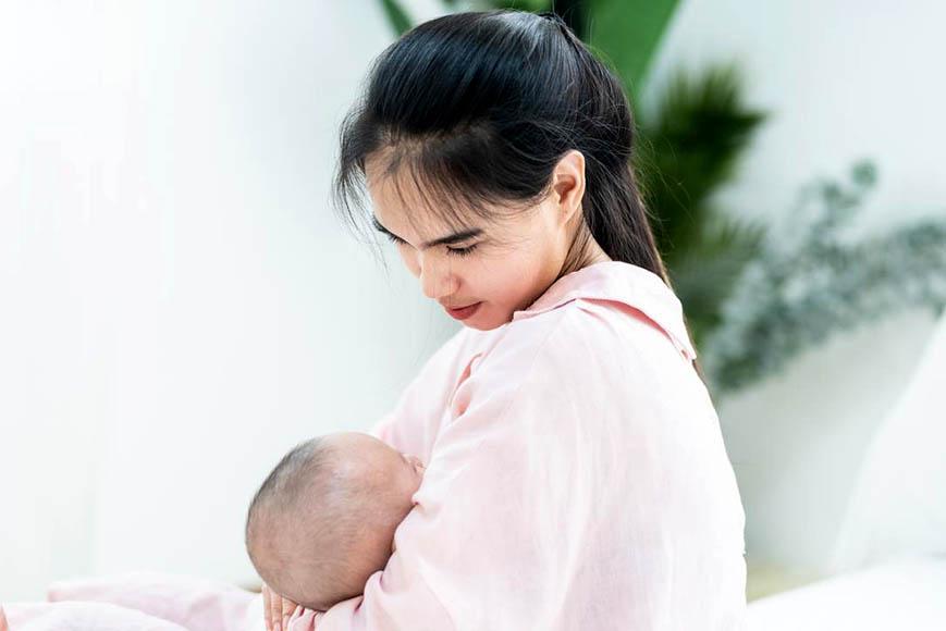 Ini Cara Bantu ASI Tetap Lancar bagi Ibu yang Berpuasa