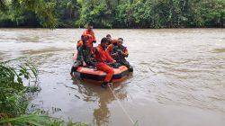 Mobil Avanza Jatuh ke Sungai Messawa, 3 Orang Hanyut Terbawa Arus