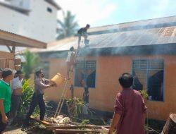 Rumah Kebakaran di Letawa, Polisi-Warga Berjibaku Padamkan Api