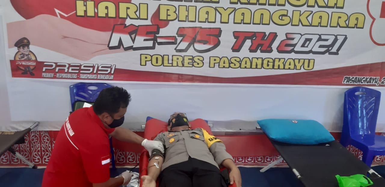 Sambut Hari Bhayangkara Ke 75, Kapolres Pasangkayu Ikut Donor Darah