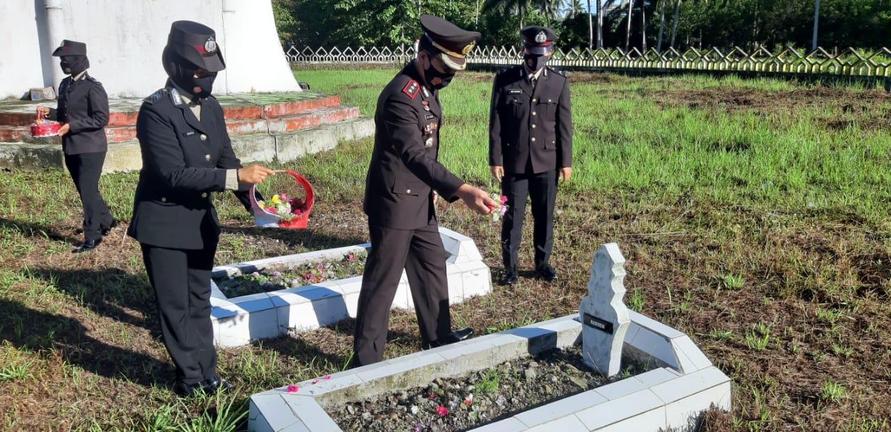 Sambut Hari Bhayangkara, Polres Pasangkayu Ziarah ke TMP Martajaya