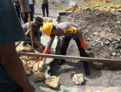 Kapolres Meletakan Batu Pertama Pembangunan Musala Polsek Sarudu