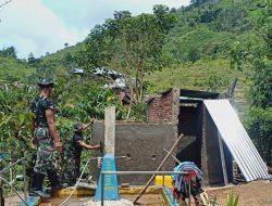 Satgas TMMD, Gotong Royong Bersama Warga Banngun MCK dan Bak Air