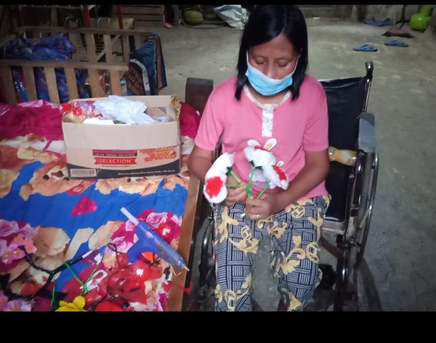Kisa Haru Agustina Jadi Pengrajin Bunga, Setelah 6 Tahun Mengalami Lumpuh