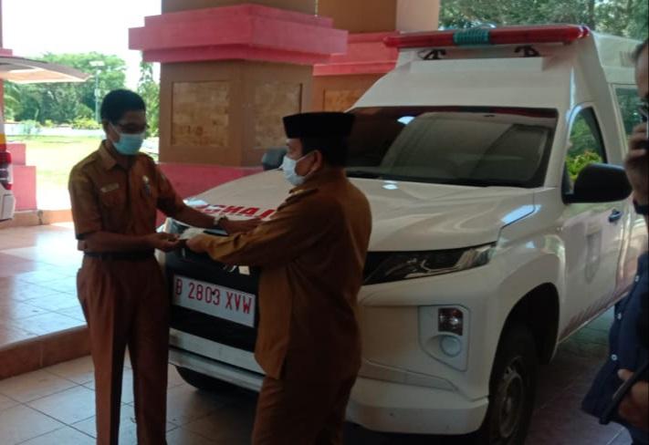 Bupati Pasangkayu Serahkan Tiga Ambulance, Maksimalkan Pelayanan Puskesmas